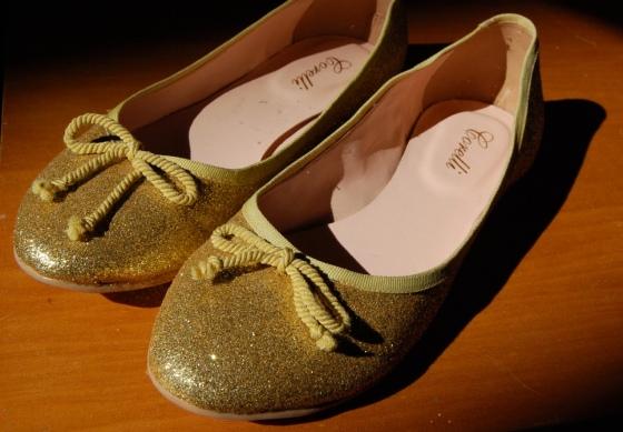 sapato glitter dourado