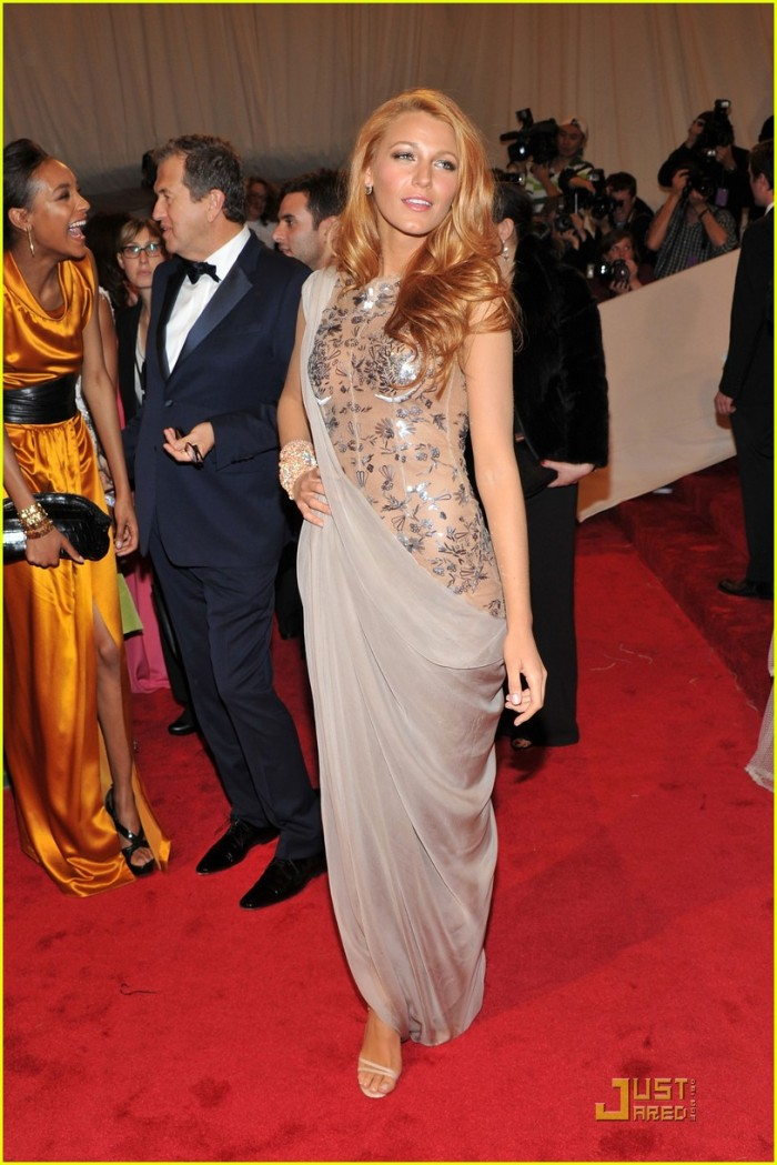 blake-lively-met-ball-chanel
