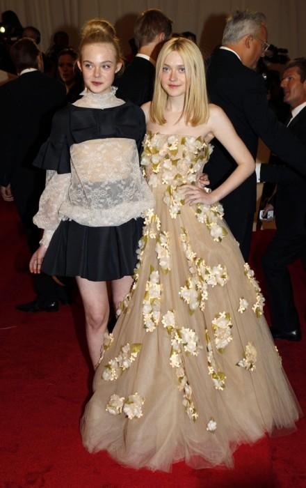 Elle Fanning and Dakota Fanning Met Gala Valentino 2011