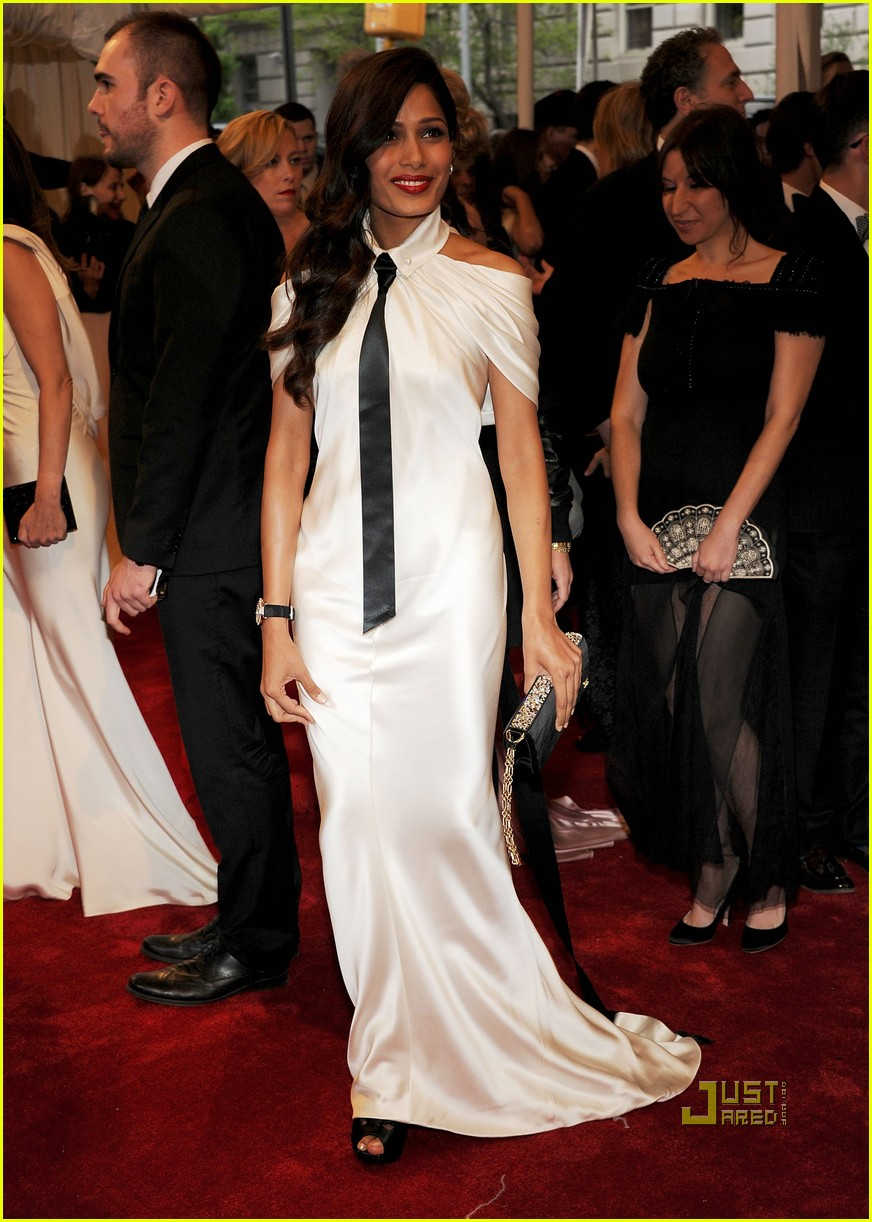 freida-pinto-met-ball-2011-chanel