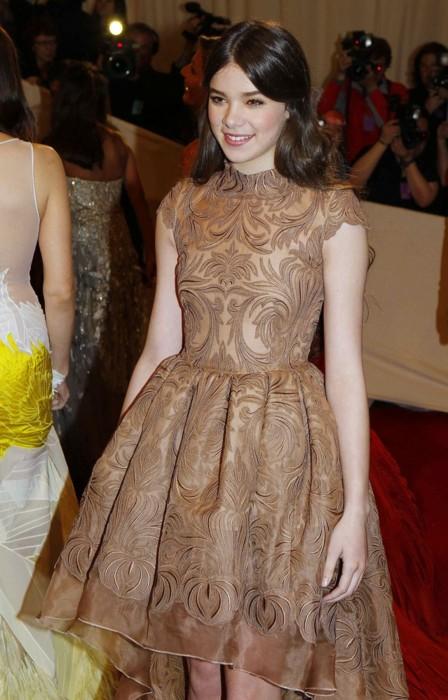 hailee-steinfeld-met-costume-gala-2011-stella-mccartney