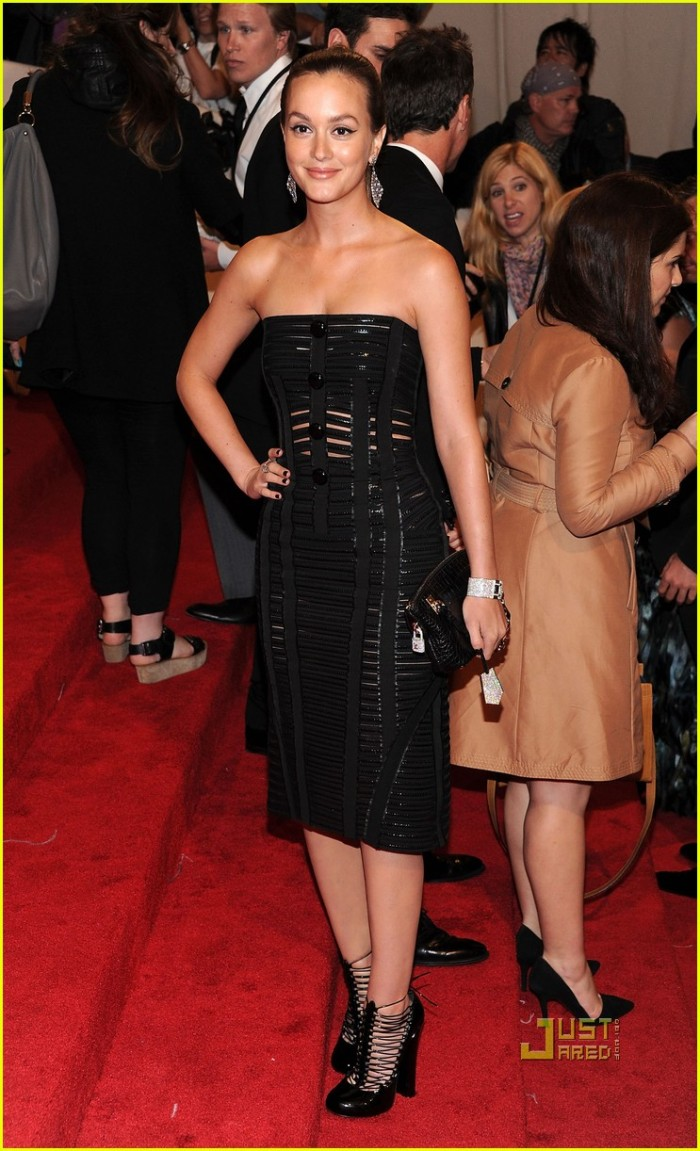 leighton-meester-met-ball-2011-louis-vuitton