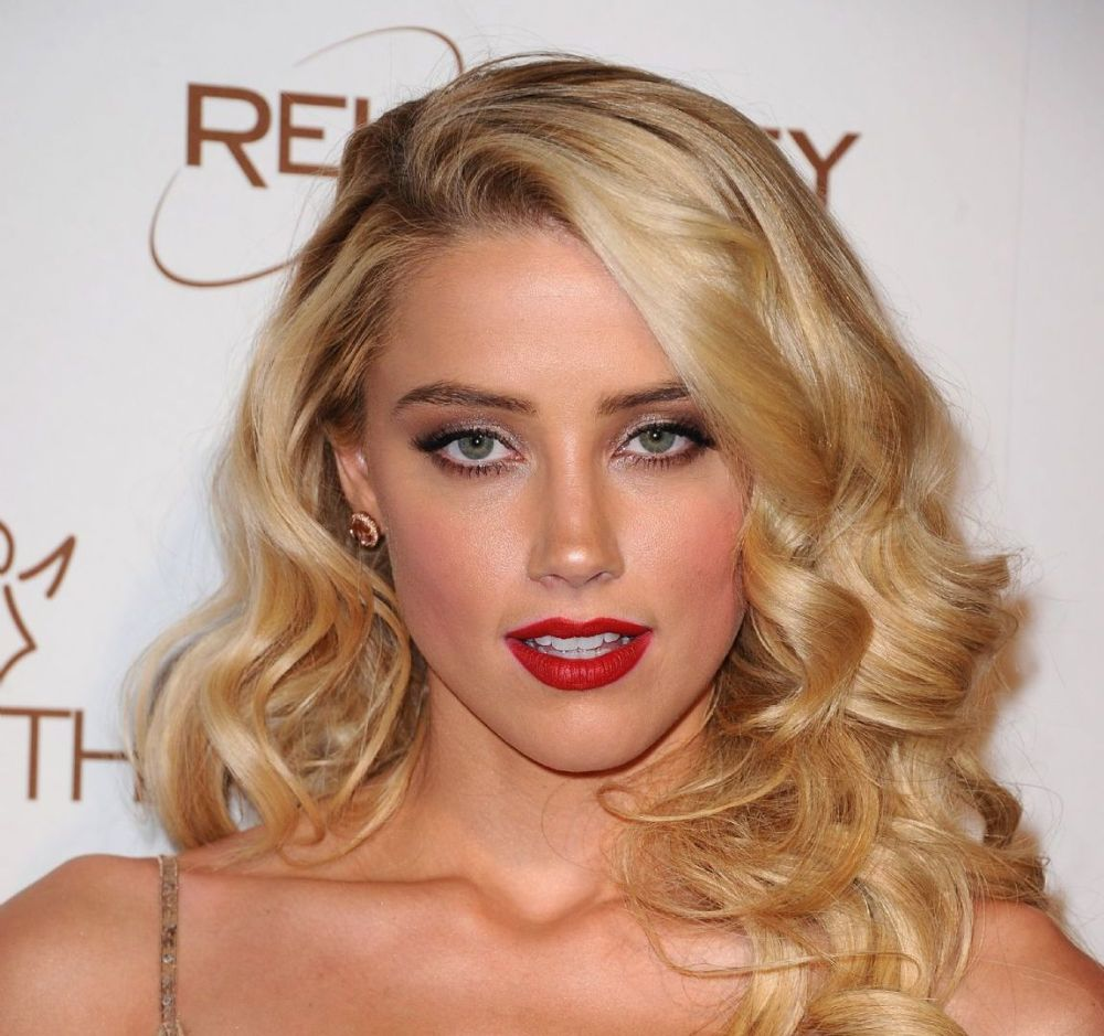 Amber Heard vestido maquiagem